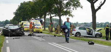 Heftige botsing in Dieverbrug: 74-jarige man uit Dalfsen zwaargewond naar het ziekenhuis