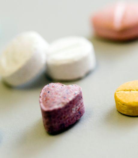 Meisje (14) kan weken niet eten na slikken van 'vitaminepillen' die ze op straat kreeg