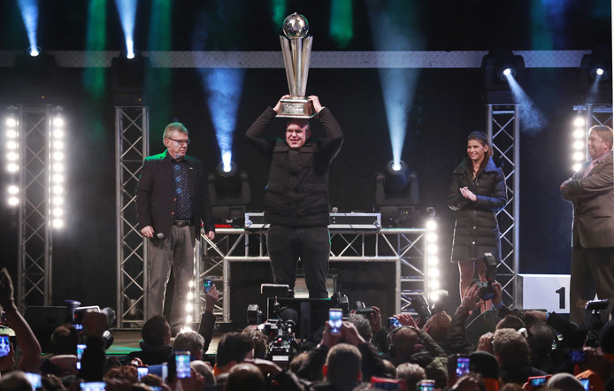De huldiging van wereldkampioen darts Michael van Gerwen, 5 januari bij sportcentrum Die Heygrave in Vlijmen.