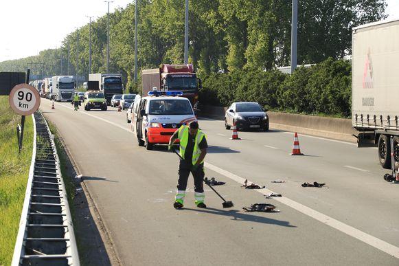 De baan lag na het ongeval bezaaid met brokstukken.