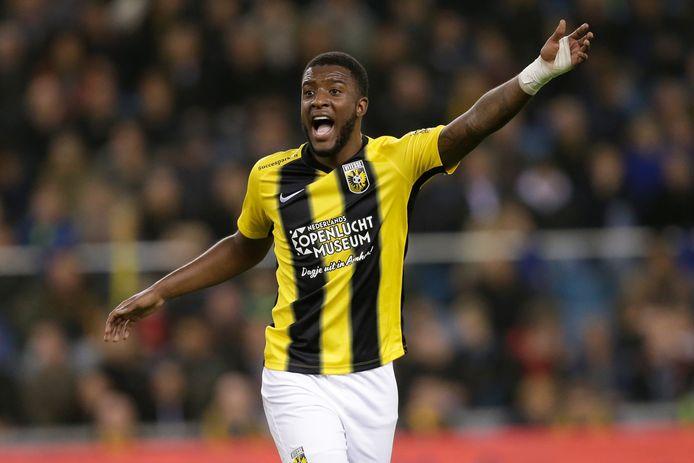 Riechedly Bazoer is in genade aangenomen bij Vitesse. Na zijn rentree in de bekerwedstrijd tegen De Graafschap volgt nu een basisplaats tegen FC Emmen.