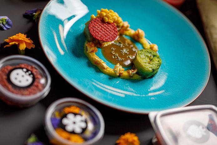 Tussengerecht: Kippendij | Mais Crème | Corn | Savooiekool | Dragonsaus | Bietenwafel