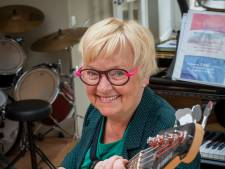 Koordirigente Jenny van Ark uit Wapenveld lag 52 dagen met corona op de IC en haalt nu de tijd in met muziek