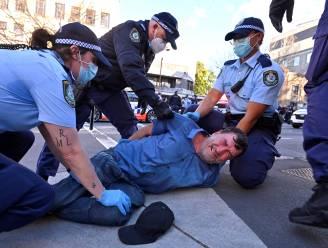 Manifestaties tegen lockdown in Sydney lopen uit de hand