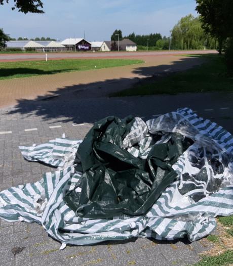 Wie heeft gekampeerd op parkeerplaats aan Wilpsedijk en is zijn tent 'vergeten'?