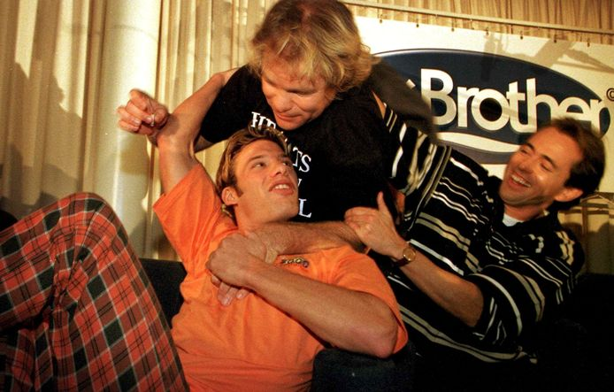 Na jaren van afwezigheid keert de realityserie Big Brother terug bij RTL. Het programma werd bedacht door John de Mol en kwam eind 1999 op de Nederlandse tv. Twaalf onbekende Nederlanders werden ruim 100 dagen samen in een huis gezet en dag en nacht gevolgd door camera's.