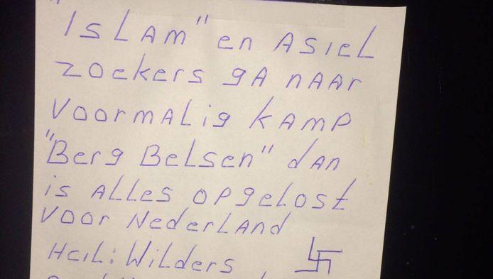Het handgeschreven briefje. De 'Neo/nazi partij N.S.B. Brabant Tilburg' heeft ook een soort getypt pamflet verspreid (onderaan dit artikel).