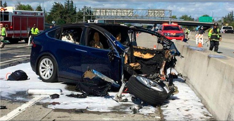 In 2018 vond er een ongeval met een Tesla plaats in Californië, waarbij de bestuurder om het leven kwam. Het rijhulpsysteem AutoPilot was ingeschakeld.  Beeld AP