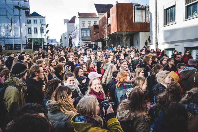 Vorig jaar legden vrouwen in Gent al het werk op 8 maart om te protesteren tegen de loonkloof. Beeld Wannes Nimmegeers