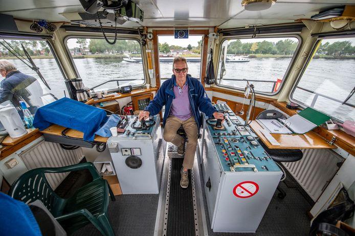 Arie Molewijk, vrijwilliger en schipper op de pont in Sluiskil.