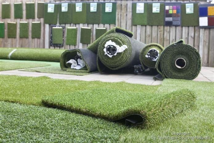 Ook in de gemeenten Rijssen-Holten en Hellendoorn liggen kunstgrasvelden met de controversiële rubberkorrels.