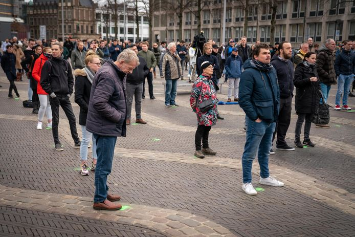 Op de Markt in Arnhem zullen zo'n 500 demonstranten een 'klimaatalarm' laten klinken. Zij dienen zich te houden aan strenge voorwaarden van de gemeente. Dat moesten ook de volgelingen van de Vrijheidkaravaan van Forum voor Democratie. Donderdag waren zij met zo'n 200 personen aanwezig op de Arnhemse Markt.