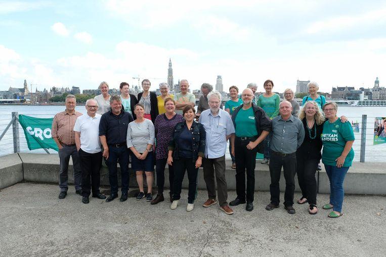 Mieke Vogels van Groen stelt de kandidaten van GroenPlus (55+) voor.