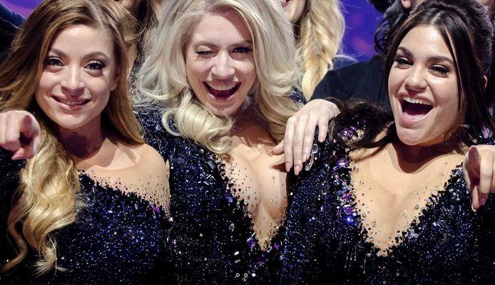 Amy, Lisa en Shelley voor de transformatie, tijdens het Eurovisie Songfestival in Kiev