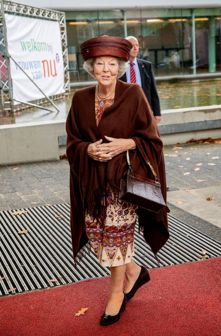 Prinses Beatrix is in mooie, warme herfstkleuren gekleed. Beeld Brunopress/Patrick van Emst