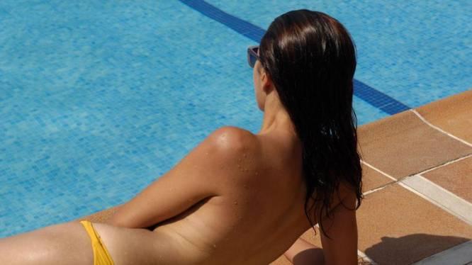 Waar zijn de tepels naartoe? Nog maar weinig vrouwen zonnen vandaag topless
