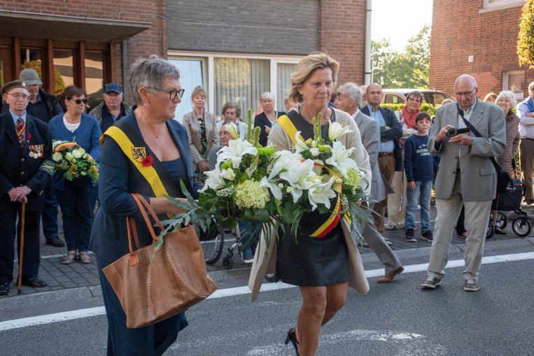 Bloemenhulde aan de gedeporteerden van 18 augustus in Wetteren.