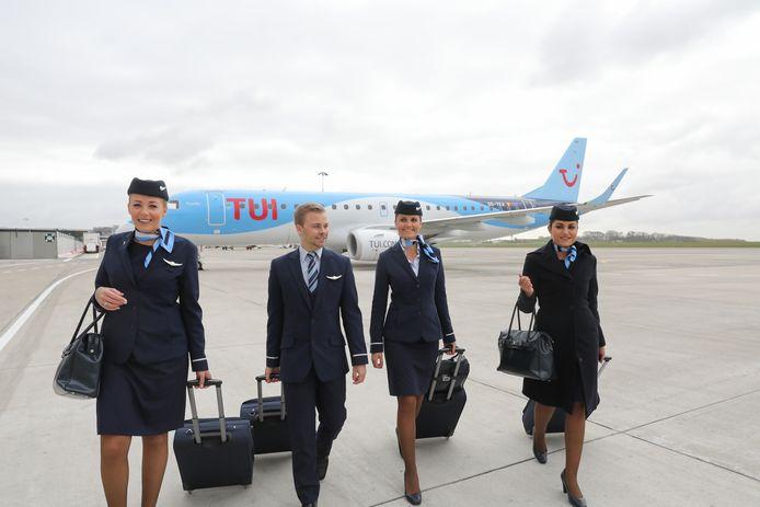 Voorbeeld van de cabin crew bij TuiFly.