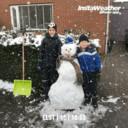 Kian en Dylan maken sneeuwpop in Elst.