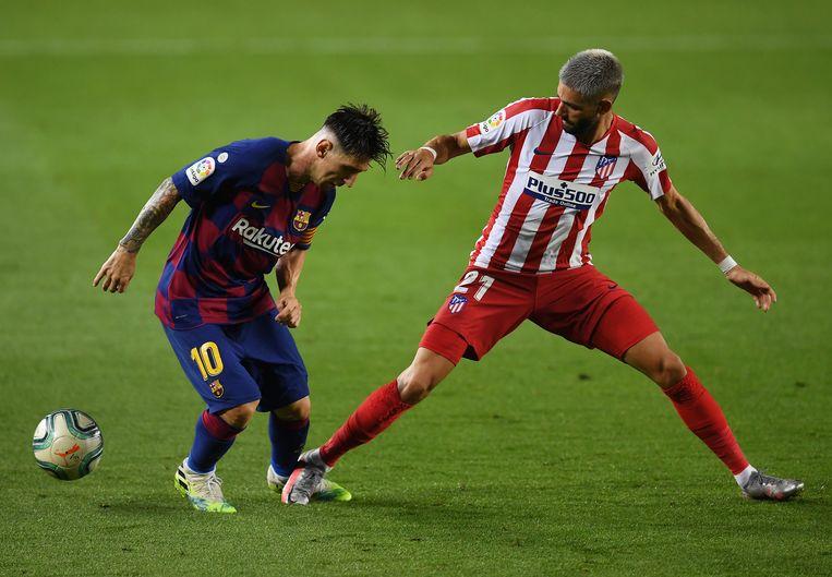 Messi met Carrasco.  Beeld Getty Images