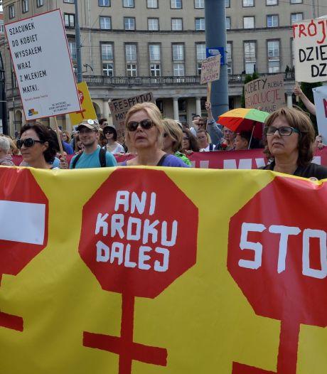 Manifestation contre l'interdiction de l'avortement en Pologne