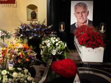 Familie ontroerd door duizenden mensen die Peter R. de Vries laatste groet brengen: 'Hartverwarmend'