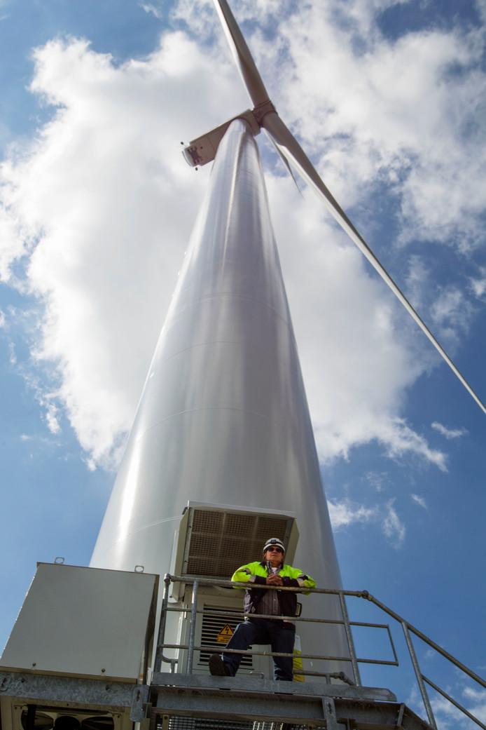 Eén van de vier windturbines die langs de A58 bij Oirschot staan.