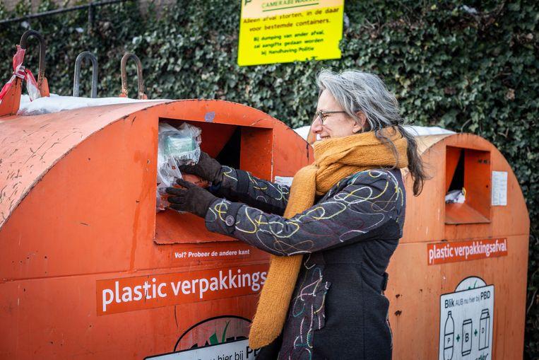 Meta Vrijhoef wil veertig dagen lang geen plasticafval veroorzaken. Beeld Roos Pierson