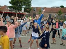 Warming-up met muziek, water en fruit voor eerste schooldag in Renesse
