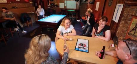 Blije gezichten in Etten-Leur en Klundert: lekker weer naar binnen in café en restaurant