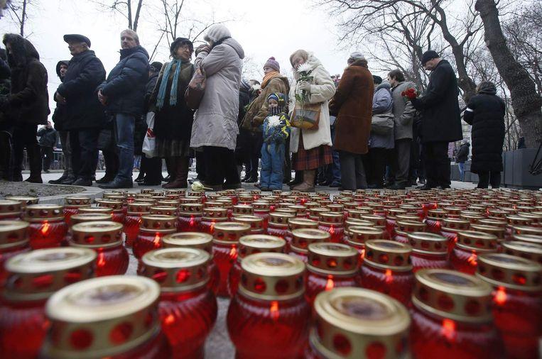 Kaarsen bij de herdenkingsceremonie in Moskou voor de doodgeschoten Nemtsov. Beeld reuters