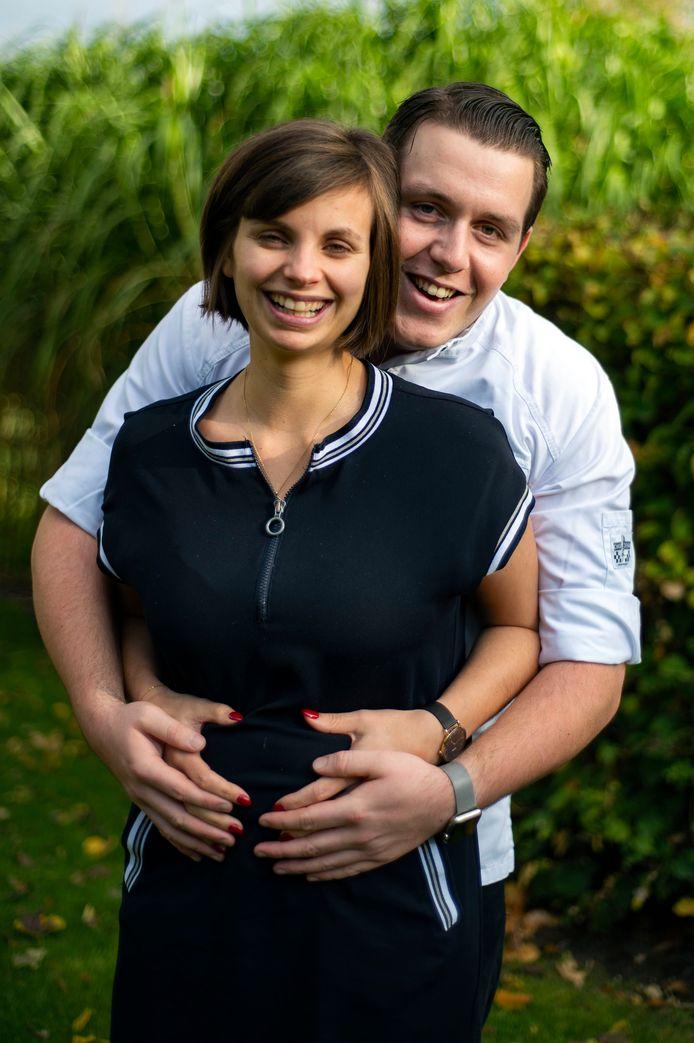 Na een lange weg met ingevroren eitjes en ivf-behandelingen verwachten Charlotte Debecker (23) en haar verloofde Nicolas Mylle (23) hun eerste kindje, een jongen.