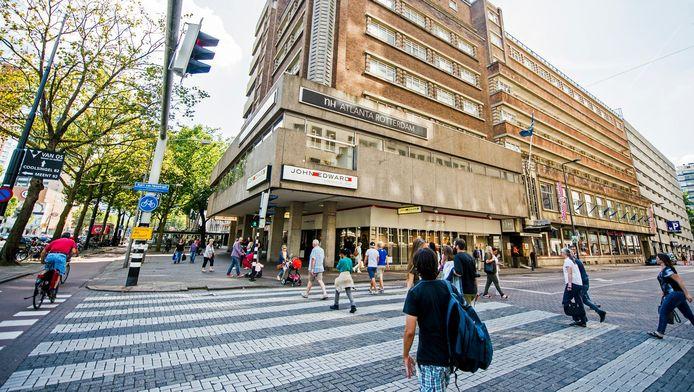 Het Atlanta Hotel nu. Het plan is om een toren op het vooroorlogse complex te bouwen.