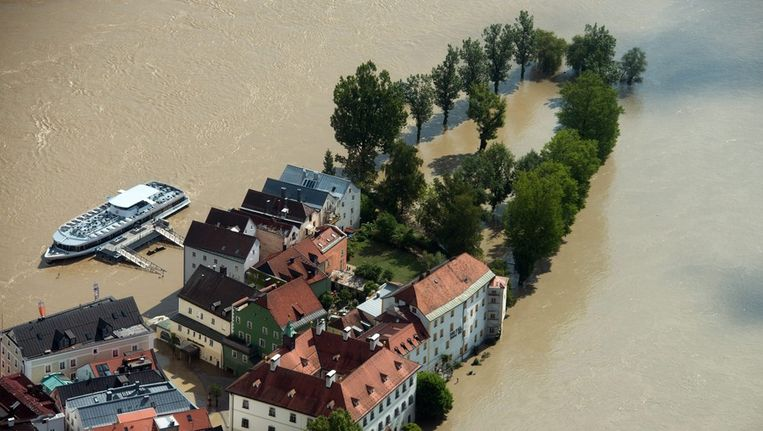 De onderwater gelopen duitse stad Passau Beeld anp