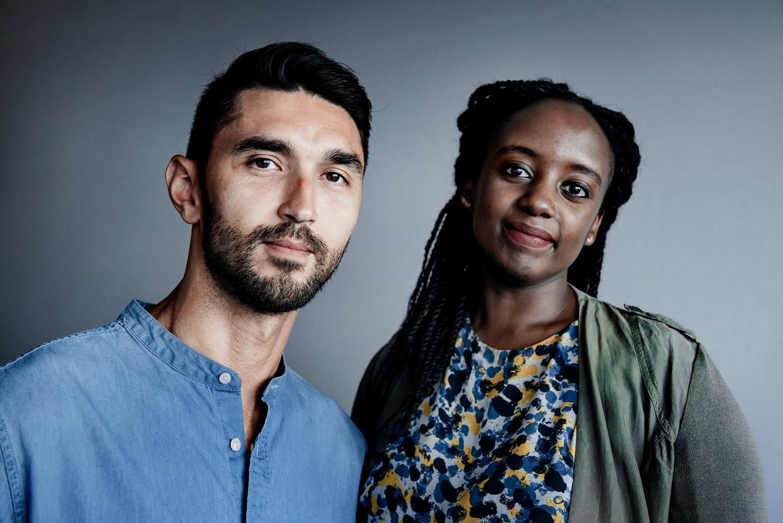 Cameraman Ken Kamanayo en Laura Uwase werkten mee aan 'Terug naar Rwanda'. Tijdens de reeks werden ze ook met hun persoonlijke verhalen over de genocide geconfronteerd. Beeld Eric de Mildt