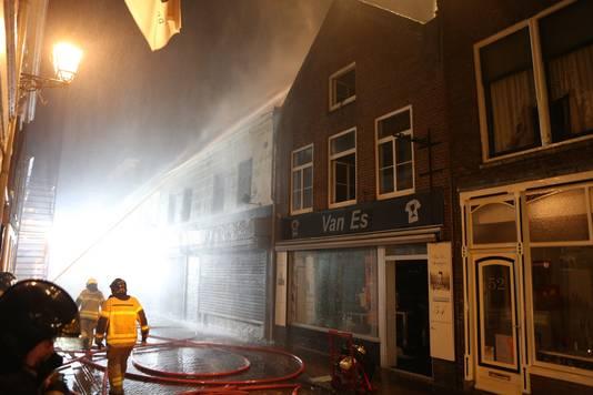 Op 17 juni richtte een brand grote schade aan bij de zaak van Dion van Es in de Hoogstraat in Leerdam.