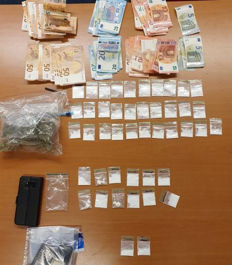 Dealer aangehouden in woning Hooge Mierde: politie neemt drugs, geld, telefoons en auto in beslag