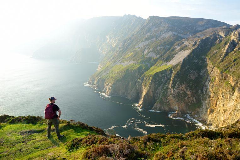 Slieve League, een van de hoogste kliffen van Ierland aan de Atlantische kust, in het graafschap Donegal.  Beeld Getty Images