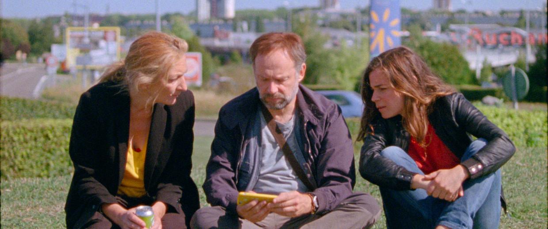 De drie hoofdpersonages in 'Effacer l'historique'.  Beeld rv