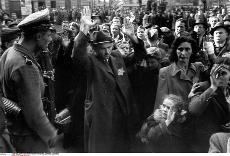 Deportatie van Joden in Boedapest, 1944.  Beeld Photo News