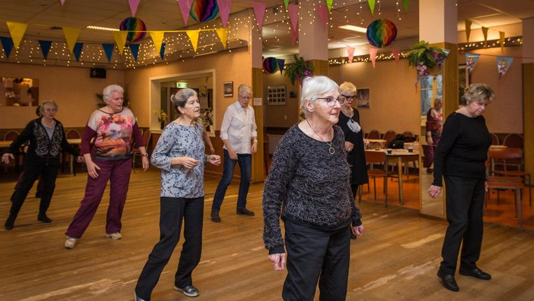 Linedancen op de dinsdagmiddag: een van de populairste activiteiten in Het Open Huis. Beeld Dingena Mol