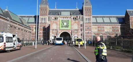 Demonstranten Extinction Rebellion klemgezet onder Rijksmuseum