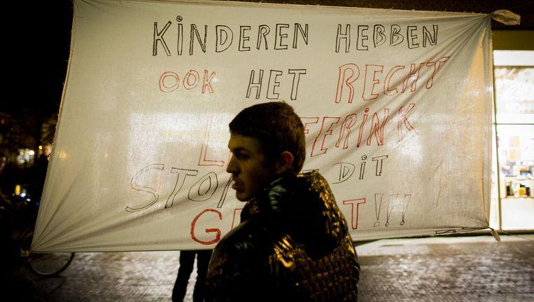 Protest tegen het verblijf van Benno L. in Leiden. Beeld anp