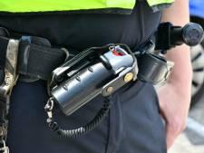 Agenten zetten pepperspray in om agressieve man aan te houden bij Dordts café