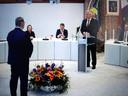 Via de livestream konden belangstellenden de beëdiging van Jan ten Kate als nieuwe burgemeester van Staphorst volgen. Ten Kate legt de gelofte af tegenover commissaris van de koning Andries Heidema.
