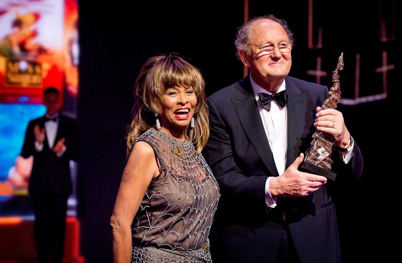 """Joop van den Ende nadat hij in februari 2016 een oeuvre-award kreeg van Tina Turner. ,,Alles wat ik vroeg was meer dan in het contract stond,"""" zei hij tegen alle medewerkers achter de schermen."""