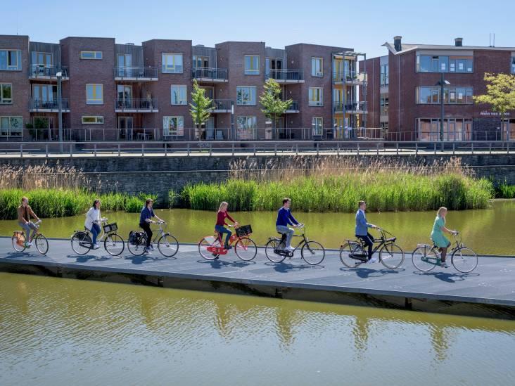 Waterfietstocht door Enschede: slotakkoord langs het water
