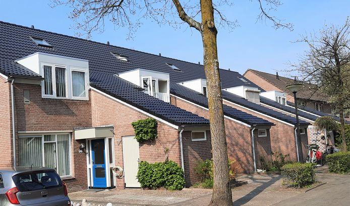 De vijf proefwoningen aan de Burgemeester Molenaarhoeven.