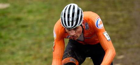 Van der Poel viert vierde wereldtitel: 'Frietje halen en thuis rustig opeten'