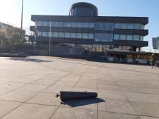 Ramen stadhuis Doetinchem ingegooid: 'Verwerpelijke actie'